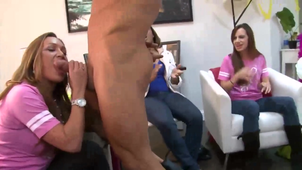 Ebony Tranny Giving Head