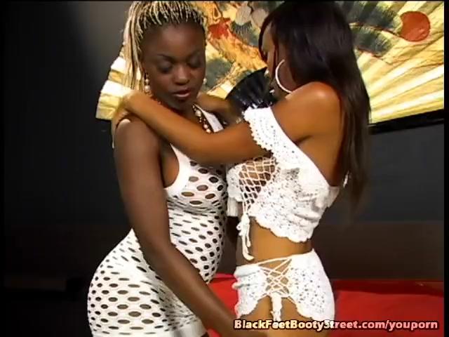 Ebony Lesbians Sucking Pussy